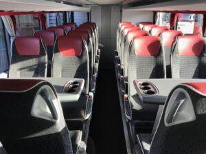 interieur touringcar voor 88 personen